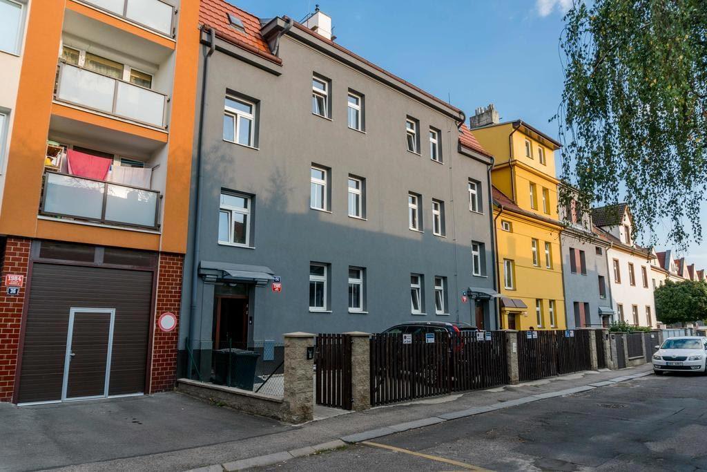 Apartments with sunny garden Prague